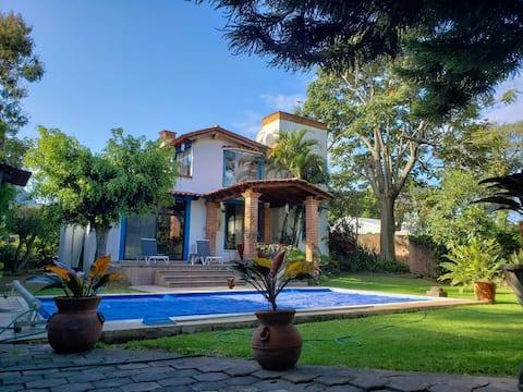 Hermosa casa en Tepoztlan con estacionamiento