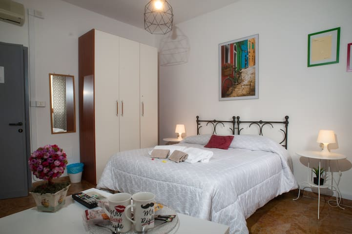 3)Easy & Stylish, 3 minutes walk from SMN Station