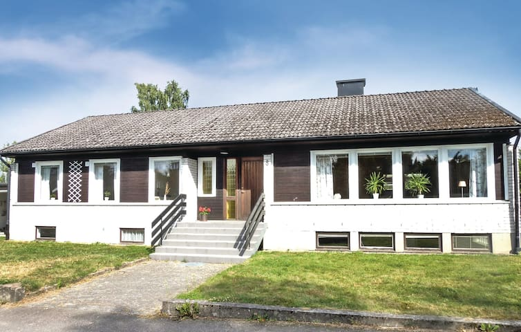 Holiday cottage with 7 bedrooms on 252m² in Tingsryd