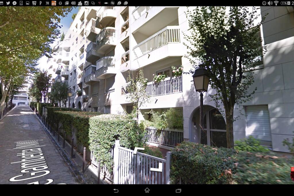 L'appartement vu de la rue. La chambre donne de l'autre côté.