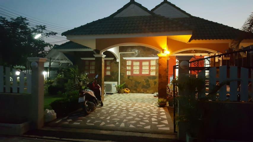 บ้านพักสองห้องนอน สไตล์รีสอร์ท - ตำบล หนองแก - Haus
