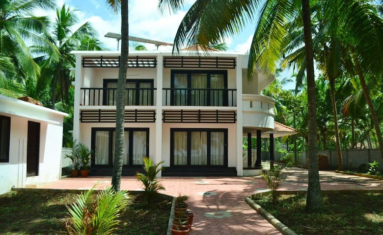 Beach House Home Stay ( 4 Bed Rooms) - Thiruvananthapuram - Villa