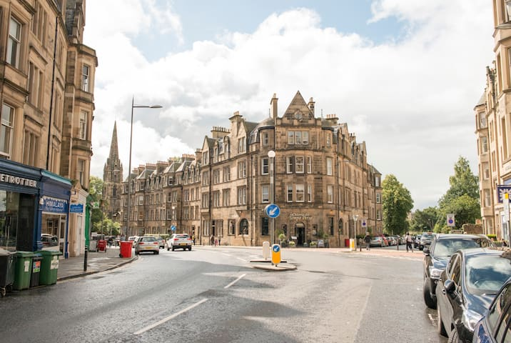 "Bruntsfield, the area you want to be ""in"" (10min walk)"