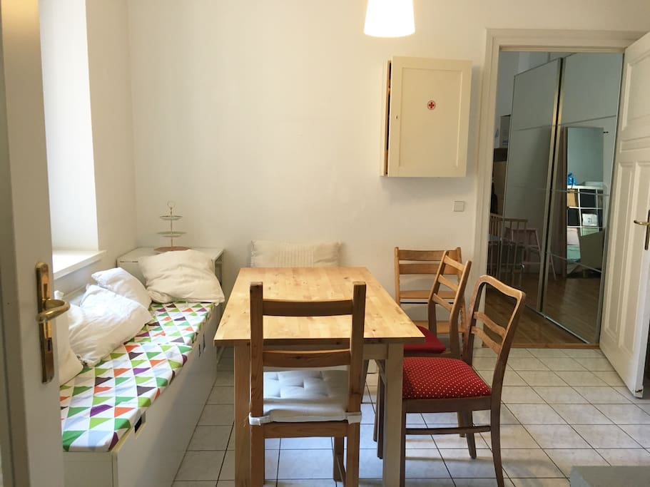 Big kitchen with space for 10 people to eat