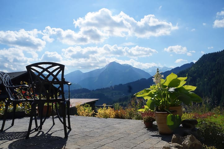 Exceptional retreat, sensational views, nr Morzine - La Côte-d'Arbroz - Huis