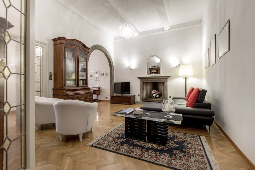 Striking Duomo view - elevator - Apartments for Rent in ...