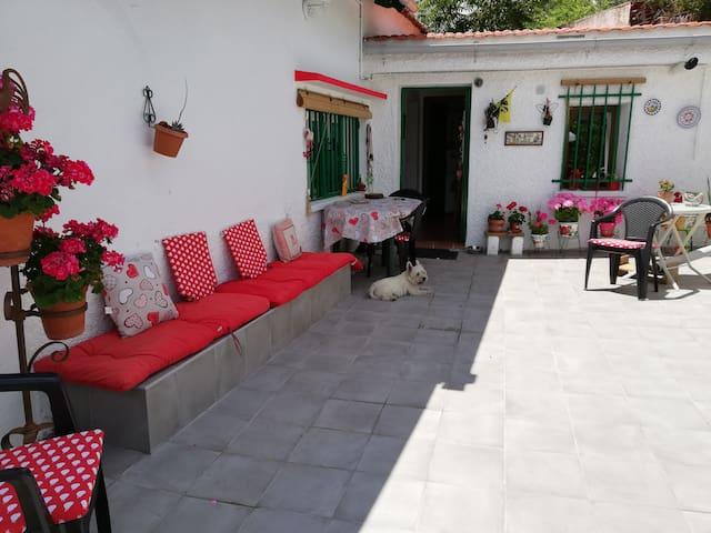 Habitación en casa individual con patio/jardín