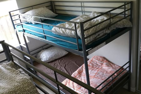 SJ Hostel - Lower Bunkbed (LB1) - San Jose - Casa