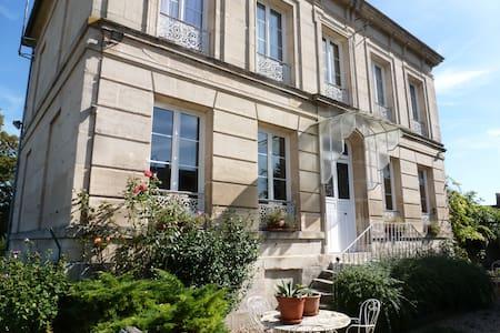 Maison familiale à la campagne - Balagny-sur-Thérain - 民宿
