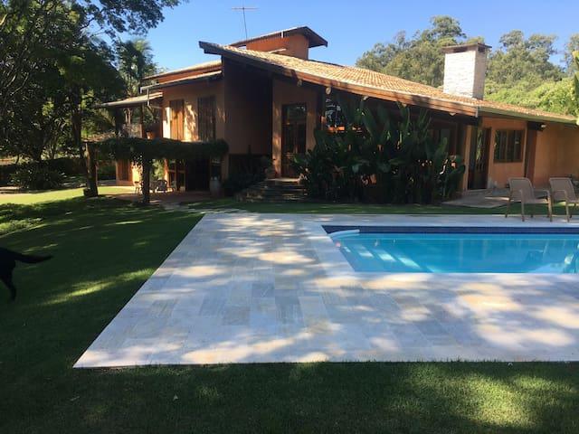Casa de Campo Ensolarada com Piscina