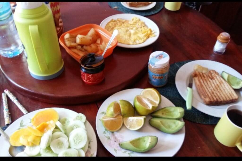 Unser frischer Frühstückstisch