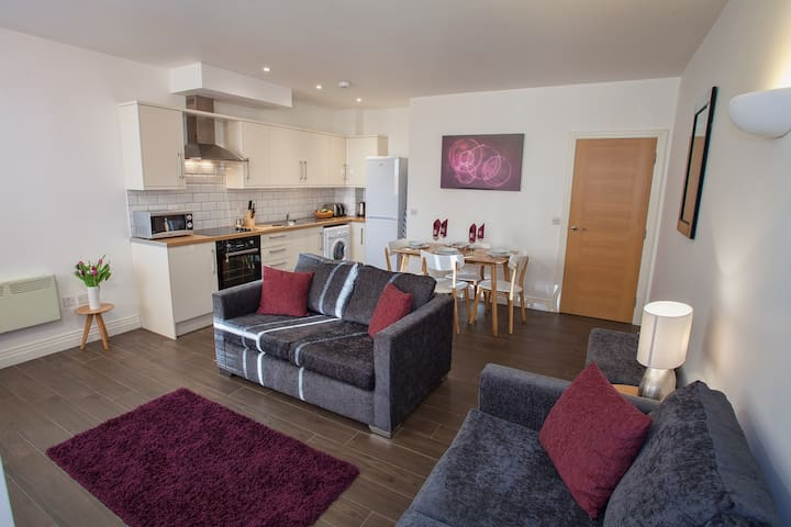 2 bed 2 bath Watford City apartment with parking