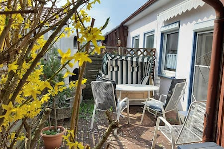 Ferienwohnung Volkmann (Karlstadt), Ferienwohnung (60m²) mit Terrasse inkl. Strandkorb und Grill