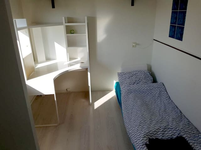 Small Room near to the Center - Amsterdam - Daire