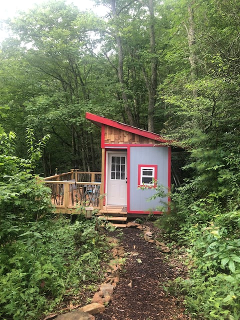 Tiny Glamping Cabin in the Woods