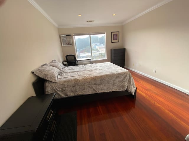Private Bedroom next to John McLaren Park 3