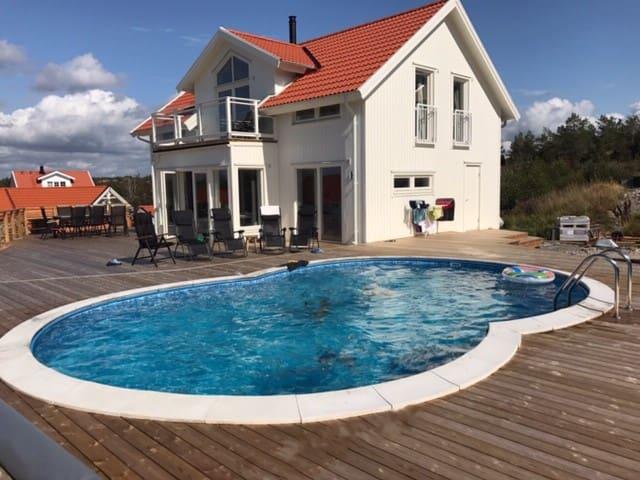 Vackert nybyggt skärgårdshus med pool