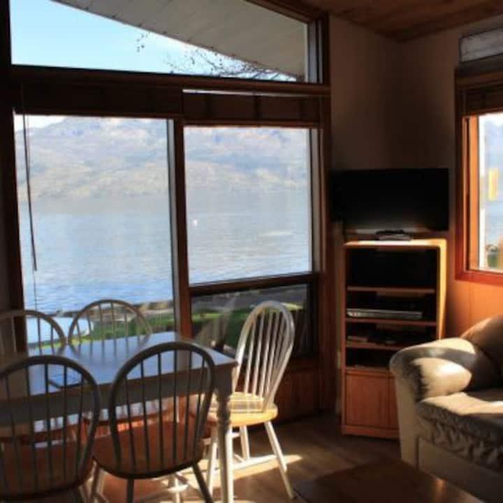 Beautiful Lake Front Cabin (Cabin #4)