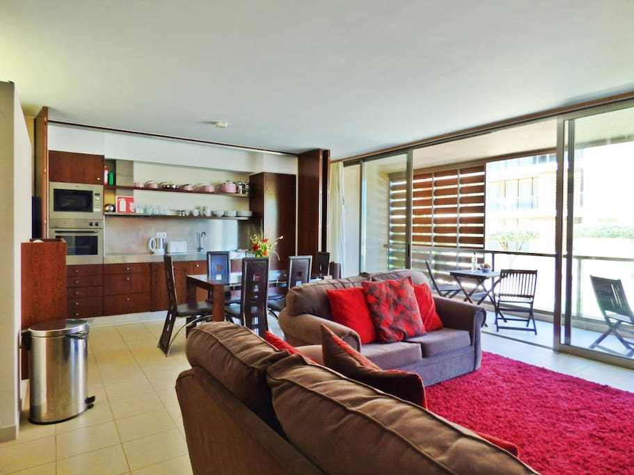 Open-plan entertaining and dining area