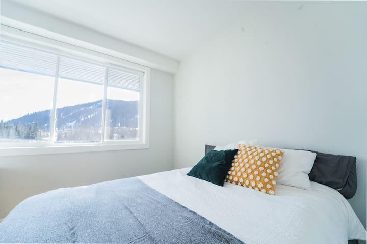 Main bedroom with walk in closet & ensuite