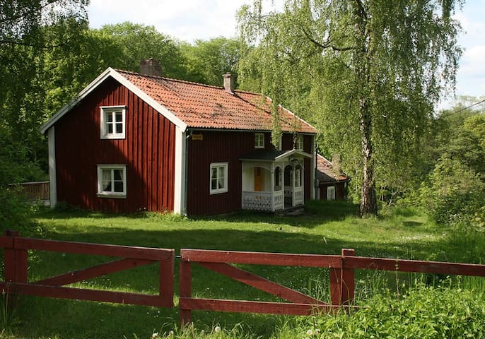 Mysigt hus i idylliska Röttle by