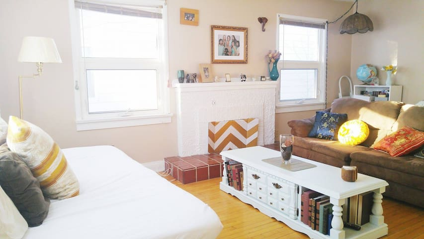 Room for two in Quaint little home - Saskatoon - Hus