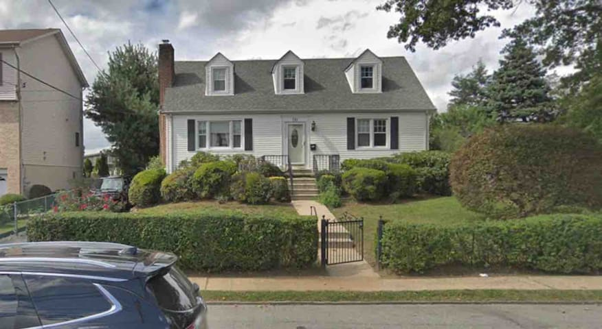 Gorgeous and Sunny 5BR house -  Close to NYC