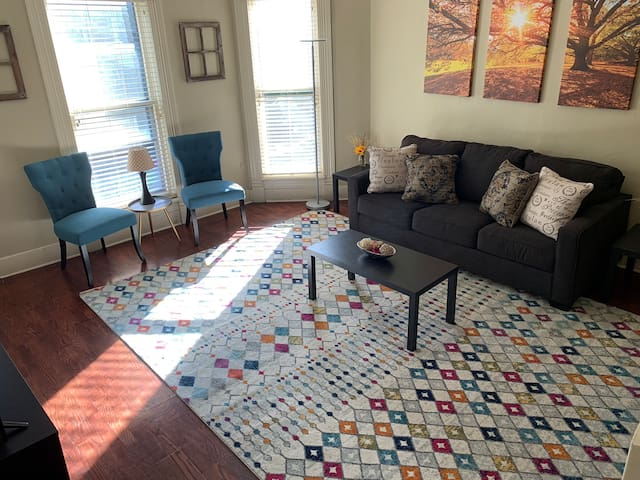Inviting 2 Bedroom Apartment in Historic Home