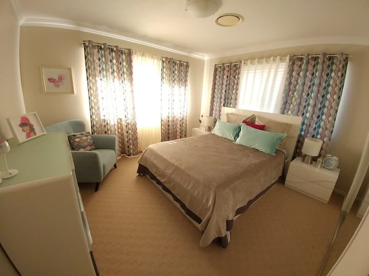 Queen Bed-Tv-WiFi-Aircon-Lock-Table tennis-BBQ