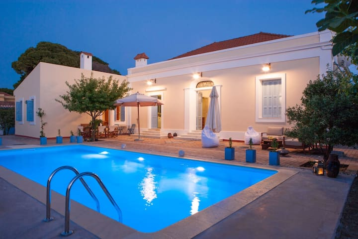 Traditional Arhitectural Villa with Amazing Sparkling Pool