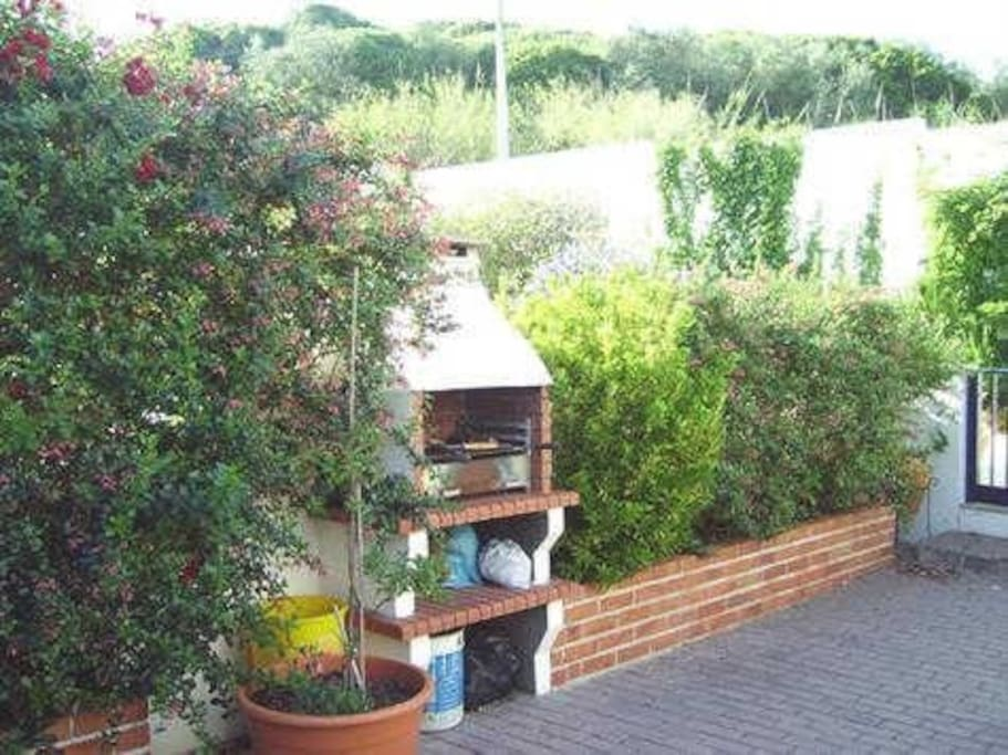 Front garden with barbeque