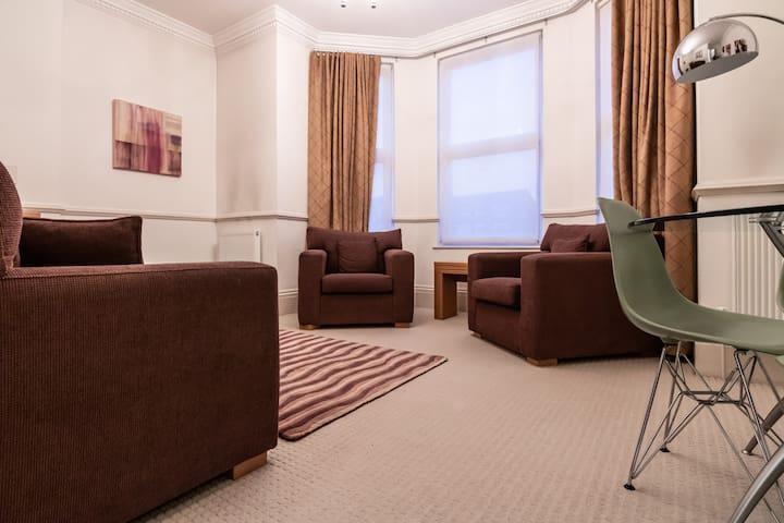 Beautiful Kew Gardens 1bed apartment!