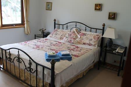 Avila Vista - King Room - Curlewis