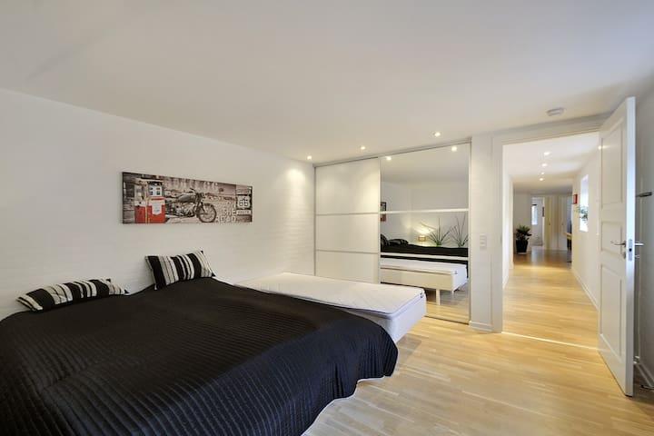 Stort privat værelse