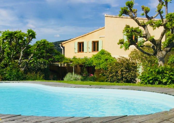 Très jolie maison Provençale avec piscine privée