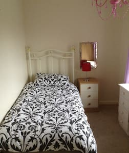 Well furnished single room - Coventry - Casa
