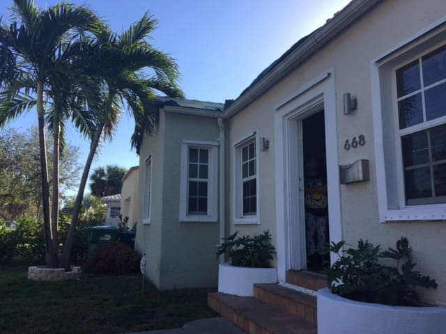 Comfy centrally located room in the heart of Miami