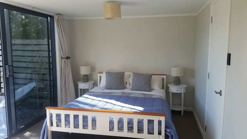 Independant warm room & ensuite -no cleaning fee