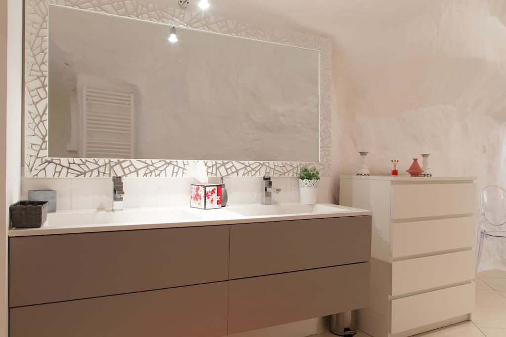 Maison troglodyte proche tours caves for rent in - Chambre d hote troglodyte tours ...