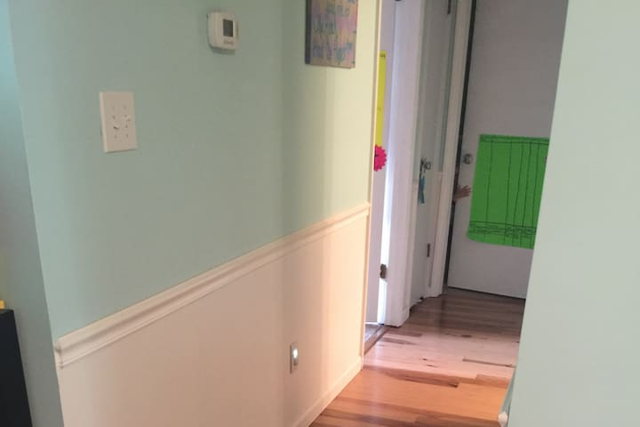 3BDRM home (great for kids) and close to airport