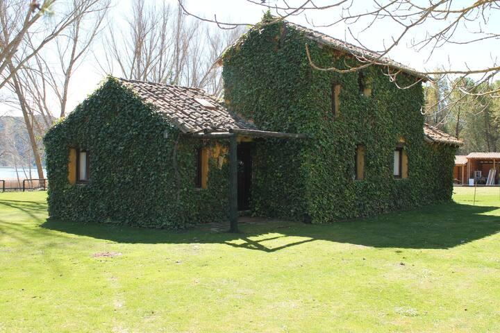 Casa de Campo junto al río Tajo