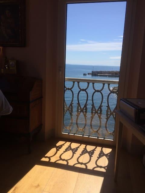 Romantic Nest Overlooking the Sea & Antique Fresco