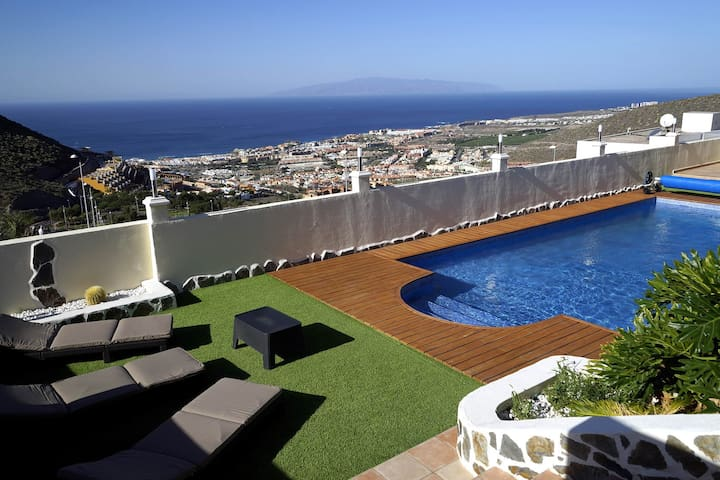 LUXURY VILLA ON THE TOP OF COSTA ADEJE - Costa Adeje - Villa
