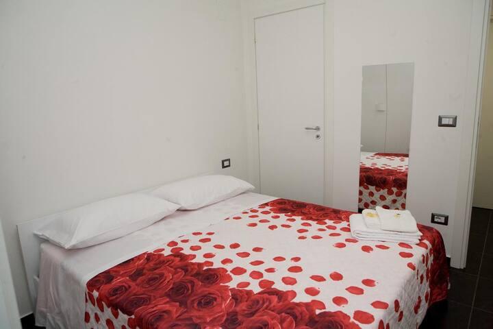 Room matr. zona stazione Catania vicino al centro