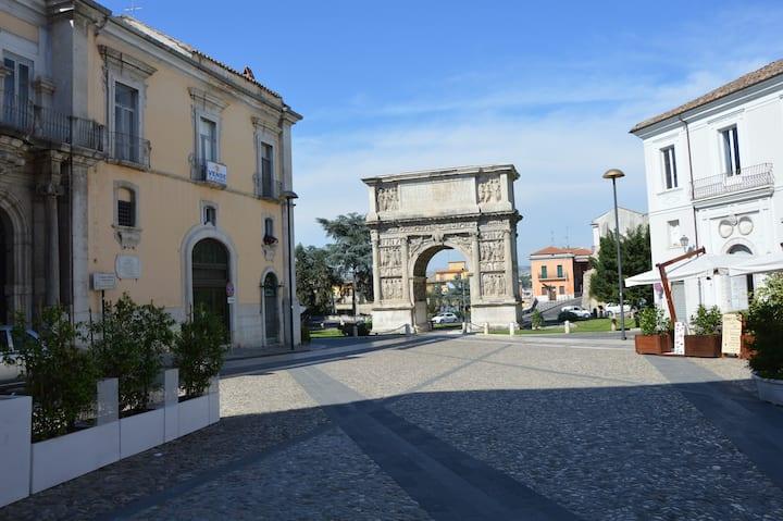 Delizioso bilocale a 2 passi dall'Arco di Traiano