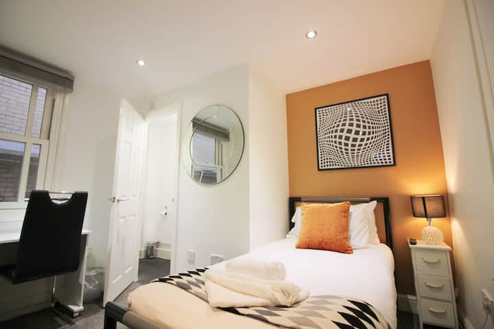 Ensuite Room*Smart TV*FREE WI-FI*Shared Kitchen