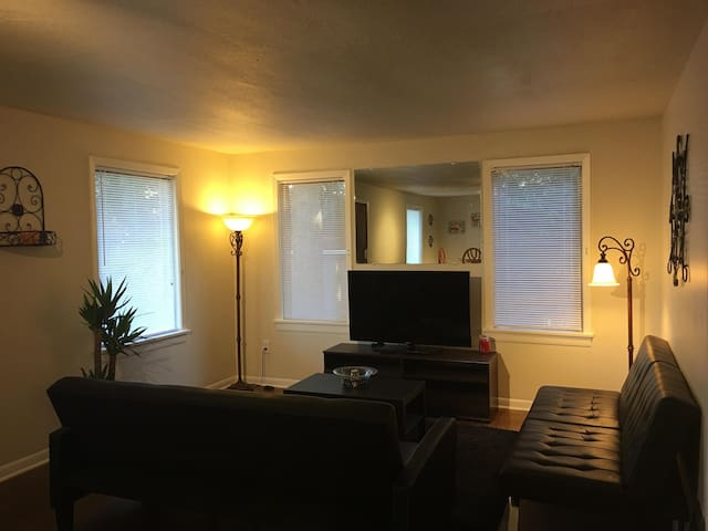 2 BR Home with MIL blocks from light Rail Train