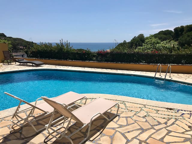Pool and Sea view Apartment at La Villa Mariposa