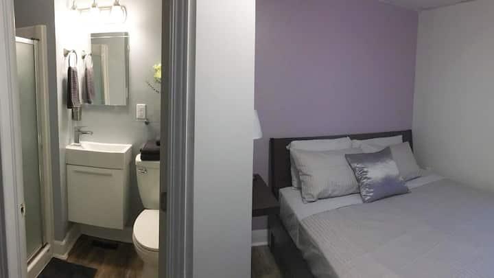 GRAPE ROOM: Private bathroom & short walk to Falls