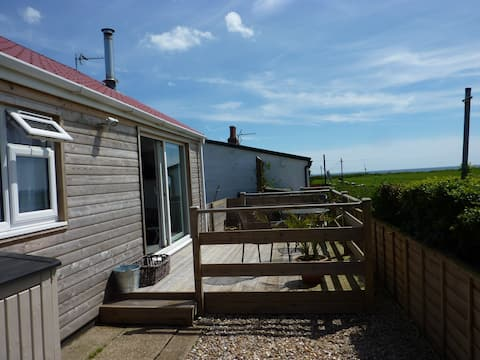 'Puffin's Nest' Chalet near beach with sea view